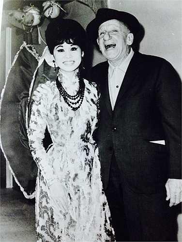 BACH YEN & nhạc sĩ Jimmy Durante 1966